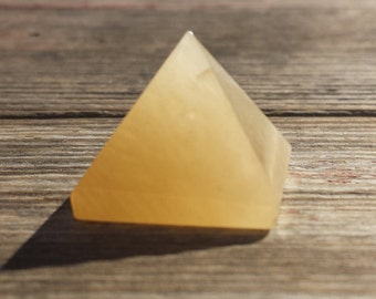 GOLDEN QUARTZ natural small gemstone crystal pyramid 20-22