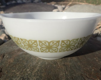 Vintage Pyrex Verde 442 cinderella mixing bowl, square flowers, green, 1 1/2 quart