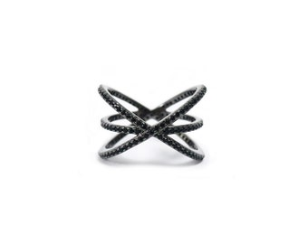 Criss cross black ring (B6/7)