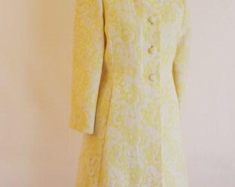 Dreamy yellow coat