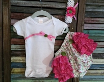 Baby Girl Onesie Outfit / Baby Girl Take Home Outfit / Ruffle Bloomers / Size 0-3 Months