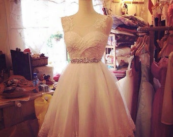 Gorgeous short lace wedding / prom / formal  dress