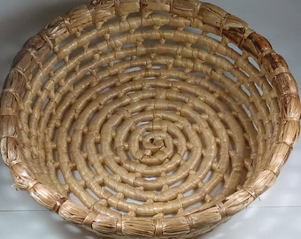 Vintage hand made of straw basket Round basket for many uses. Gift for her. Gift for bithday. Gift for mother. Kitchen decor. Home decor