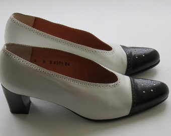 Robert Clergerie Classic Two-Tone Brogue Style 80's Court Shoes - 8 US, 6 UK, 39 Eur