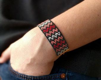 Miyuki beaded bracelet - Chevron pattern