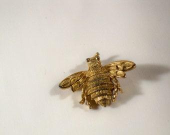 Vintage Goldtone Bee Brooch U3103