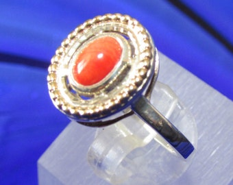 925 Sterling Silver ring with 9ct Gold and a Coral