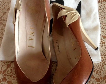 Vintage brown/cream leather  Gina court shoes 1980's