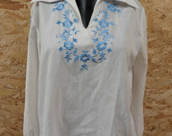Stunning Vintage Peasant Blouse - Blue and White
