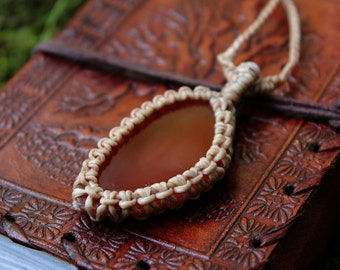 The Brazil Agate macrame necklace