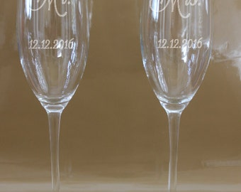 Mr. Mrs. Toasting Glasses, Wedding Glasses, Wedding champagne flutes, Mr & Mrs Etched Toasting Glasses, Etched Mr and Mrs Champagne,Set of 2