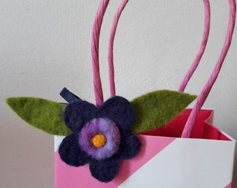 Gift decoration of felt in form of flower
