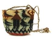80s Woven Sisal Bucket Bag / Vintage 1980s Soft Basket Purse with Woven People & Geometric Pattern / Small Crossbody / Hippie Ethnic Boho