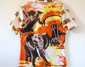 Vintage 70s Great Serengeti Roaming Elephants Novelty Print Button Down Short Sleeved Collared Shirt