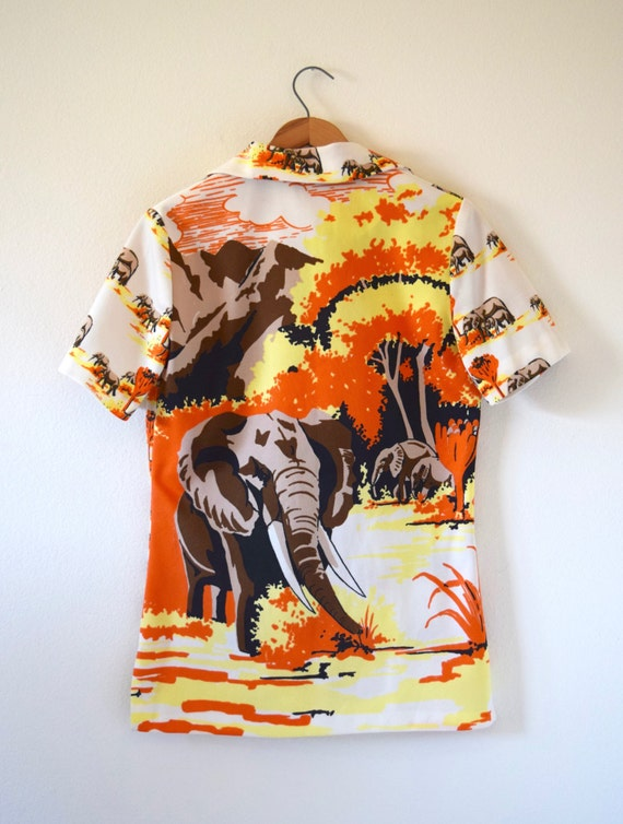 SPRING SALE/ 20% off Vintage 70s Great Serengeti Roaming Elephants Novelty Print Button Down Short Sleeved Collared Shirt