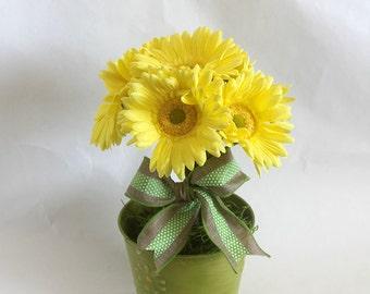 Spring Flower Arrangement, Gerbera Daisy , burlap, floral arrangement, Easter decoration, home decor, bridal shower decorations,gift for her