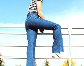 1970s vintage WRANGLER bell bottoms 70s retro dark denim bell bottom jeans size 26