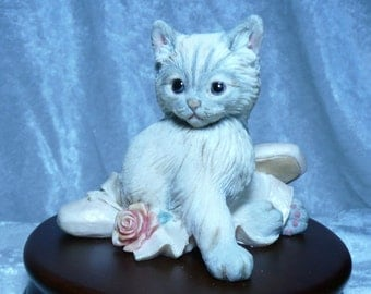 Kitty Figurine with music