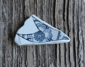 Bluegrey Beach Pottery Bird - Floral Pattern, Dots, Flying