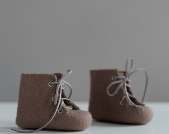 Felted baby snow boots Newborn shoes  Gender neutral color winter boots Handmade unisex ash brown booties Boys and girls shoes