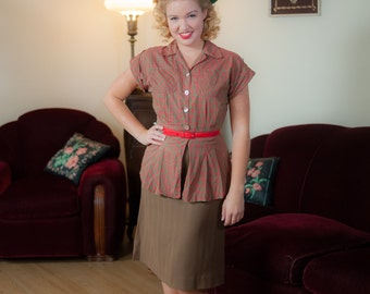 Vintage 1940s Blouse - Adorable Windowpane Plaid Cotton Peplum 40s Top in Cocoa Brown, Cherry Red and Kelly Green