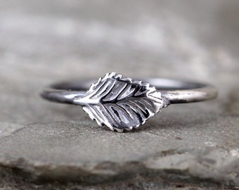 Leaf Stacking Ring - Sterling Silver - Little Leaf - Dark Patina - Nature Inspired Jewellery - Made in Canada