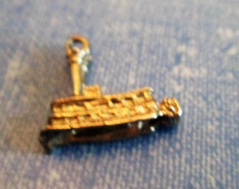 CHARM -- Vintage - Detailed - STEAM BOAT - Sterling Silver charm 120