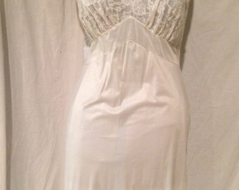 Vanity Fair Slip with All Lace Cups Size 40