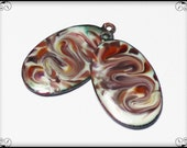Reserviert für Kerri... Handgemachte Fackel gebrannt Emaille Charms Anhänger Glas Oval Kupfer Ohrring paar Creme Himbeere Rosa grün Boho Wirbel