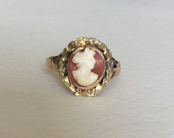 Cameo ring 10k gold  with garland design