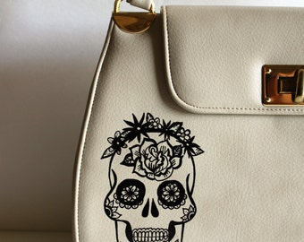 Vintage cream PURSE with hand painted SUGAR SKULL / vintage purse / halloween purse /vintage halloween / sugar skull / dia de muertos
