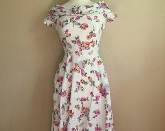 Vintage 80s GARDEN DRESS With ROSETTE / Fit and Flare Floral Dress With Pockets