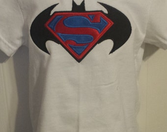Boys Batman vs Superman Super Hero White Shirt 18 months READY TO SHIP