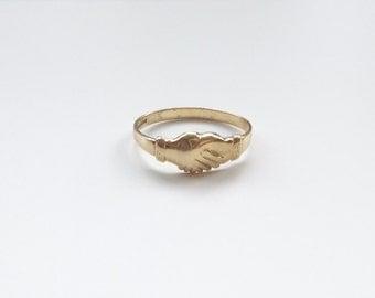V I N T A G E // 9ct or 10k / Fede Gimmel ring / yellow gold / Claddagh / size 10.75