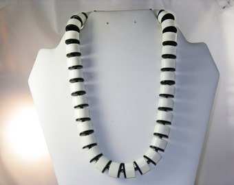 Vintage Black and White Chunky Lucite Necklace (N-3-4)