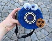 Lens buddy.  Cookie Monster Camera lens buddy.  Animal lens buddy.  Crochet camera critter Cookie Monster, shutter buddy.  Photographer gift