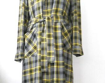 Vintage Men's Plaid Bathrobe • Mans Grey Black Yellow Robe • Mid Century Bathrobe
