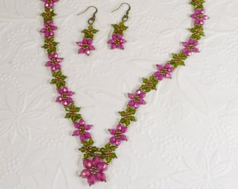 Woven Flower Necklace and Earrings in Fuchsia and green