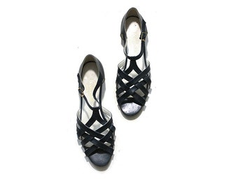 Vintage Leather Sandals 9.5 / Navy Leather Sandals / T Strap Sandals / Woven Leather Flats