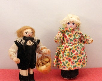 Folk Art Clothes Pin Doll Pair Colonial Dollhouse People Vintage