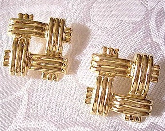 Avon Basketweave Band Pierced Stud Earrings Gold Tone Vintage Large Square Open Layered Wide Discs Buttons Surgical Steel Posts