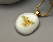 Porcelain necklace, white with flower