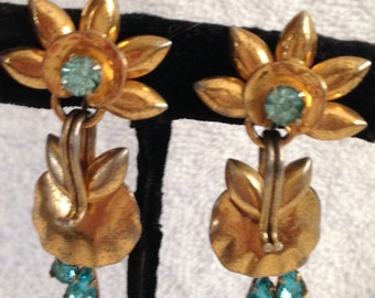 Screw Back Earrings // Turquoise Glass // Bleeding Hearts // Gold Tone // Vintage