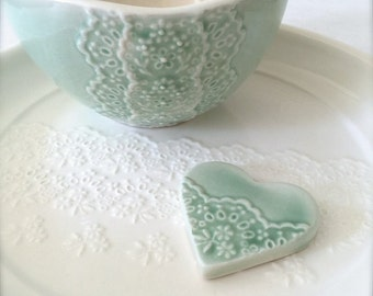 Shiny Green Porcelain Lace Bowl with Heart Lace Cutlery Rest Set, Matcha Tea Bowl-Hideminy Lace Series