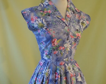 1950s Day Dress / 50s Summer Dress / Prettiest Floral Print on Lilac / Sleeveless Shirtwaister Dress / Full Skirt / Cotton / S Small to Med