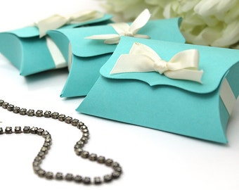 10 Pillow Boxes, Medium Ribbon Tie - gift card holder, DIY elegant wedding favor - unique photographer flash drive jewelry product packaging