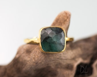 Raw Emerald Ring Gold - May Birthstone Ring - Solitaire Emerald Ring - Gemstone Ring - Stacking Ring - Gold Gold - Cushion Cut Ring