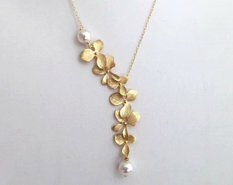 Gold Orchid Pearl Necklace.Pearl Necklace.Pearl Jewelry.Bridesmaid Necklace.Bridal Jewelry.Bridal Necklace.Bridesmaid Gift. Delicate.Dainty.
