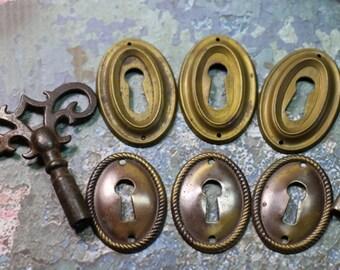 1 Vintage Brass Keyhole