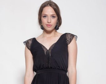 Black dress knee length, lace cleavage and sleeves ,bell shape skirt